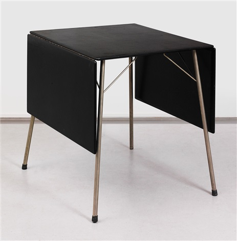 folding table mod 3601 by arne jacobsen