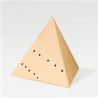 piramide by lucio fontana