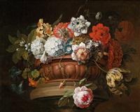 ein blumenstillleben mit chrysanthemen, duftschneebällen, narzissen, anemonen, tulpen, moosrosen und anderen blumen in einer steinernen prunkschale by gaspar pieter verbrüggen the elder