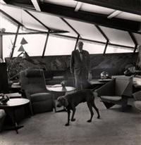 l'architecte frank lloyd wright, dans sa maison à taliesin west où il habite pendant les mois d'hiver avec sa famille et ses 65 élèves, arizona (13 works) by paul almasy