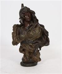 une femme casquée habillée par un drapé et un collier de perles by friedrich goldscheider