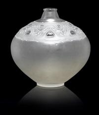 vase: sirenes et cabochons by rené lalique