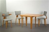 zwei stühle, ein armlehnstuhl und ein klapptisch 505 (set of 4) by cor alons