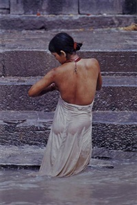 woman bathing by steve mccurry