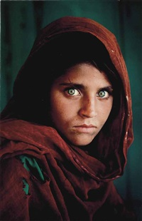 afghan girl, sharbat gula, peshawar, pakistan, 1984 by steve mccurry