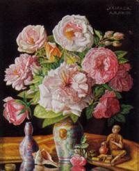stilleben mit rosen und asiatischem dekor vor dunklem hintergrund by alois raimund hein