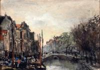 haags grachtje met aangemeerde boten by floris arntzenius
