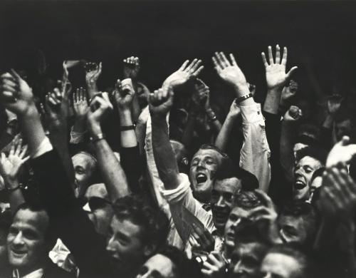 audience at the concert of benny goodman in the village blokker, 15 may by ed van der elsken