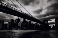 brooklyn bridge, soir d'orage, new york by michel ginies