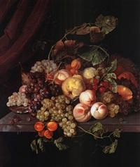 pfirsiche, aprikosen, birnen, trauben und kirschen auf einer steinplatte by cornelis kick