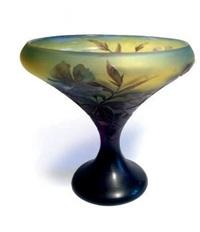 vase calice sur piédouche by émile gallé