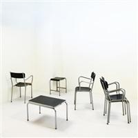 quattro poltroncine, uno sgabello e un tavolino by aurora studios