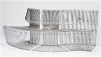 suite de trois chaises en fil de métal on joint les housses en myralastic d'origine de couleur marron by verner panton