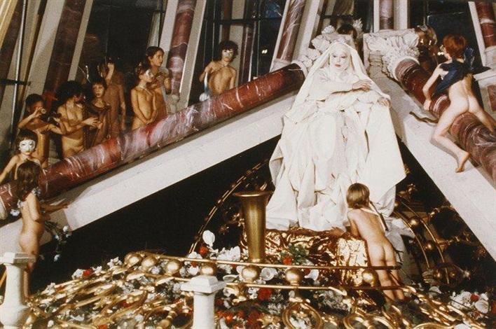le drapé le baroque ou vierge blanche aux deux colonnes et deux colombes by orlan