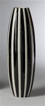 kubistische vase (modellnr. 759/2) by pavel janák
