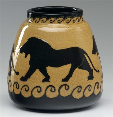 Bulbous tapering vase attributed to Edgar B  Everson by