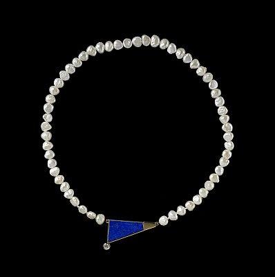 pärlcollier med hänge by suzanne lindahl