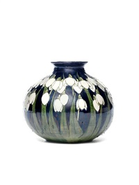 snowdrops squat vase by lise b moorcroft