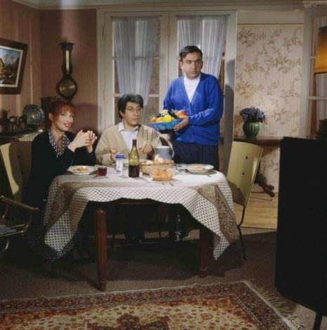 les nuls la famille gillet histoires de la télévision nulle part ailleurs by roberto battistini