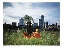 sonnabend in frankfurt, mimi und svenja auf der roten couch, 13 juillet 1991 - 19h20 by horst wackerbarth