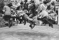 touwtje springen by kryn taconis