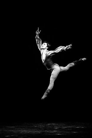 mikhail baryshnikov danse au théâtre des champs elysées le 19 octobre by francis apesteguy