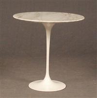 paire de tables d'appoints en métal laqué et dessus de marbre (set of 2) by eero saarinen
