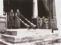giovani monaci soffiano le grandi trombe del monastero di kirimste (from the tibet series) by fosco maraini