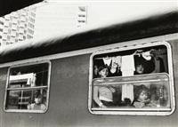 napoli - stazione centrale ffss - binario 11 - terremotati alloggiati in treno by mimmo jodice
