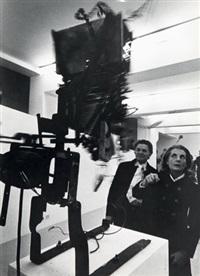 palma bucarelli e il mercante jolas alla mostra di tinguely, presso galleria l'attico, roma by claudio abate