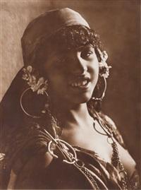 afrique du nord. jeune fille aux bijoux by lehnert & landrock