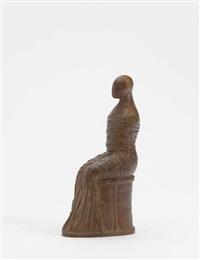 kleine sitzende figur by edgar augustin