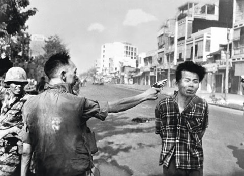saigon general nguyen ngoc loan executing a viet cong prisoner nguyen van lém by eddie adams