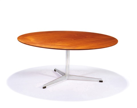 occasional table model 3512 by arne jacobsen