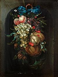 stilleben med frukter hängande i blå sidenrosett by jan jansz heem the younger