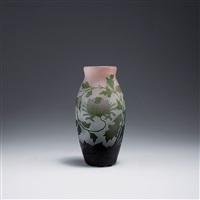 vase mit chrysanthemen by arsall (vereinigte lausitzer glaswerke)