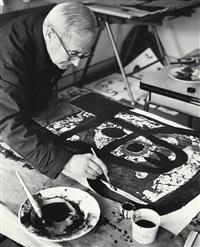 der künstler bei der arbeit am entwurf zu equinox von 1968 (joan miró) by bert van bork