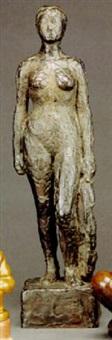 stående kvindemodel by astrid noack