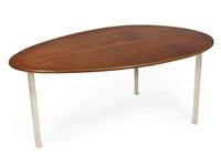 tavolo di forma ovoidale con struttura by franco campo
