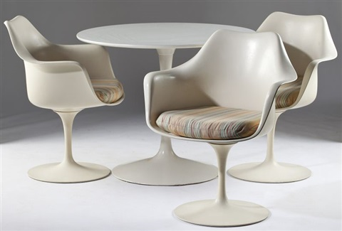 Tulip Chairs And Table Set Of By Eero Saarinen On Artnet - Tulip chair and table set
