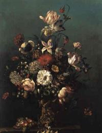 blumenstrauß in einer dekorativen vase by vinzenz kreuzer