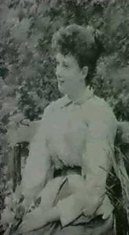 ung pige der sider med en buket roser pa en baenk by guillaume alaux