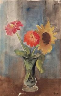 sonnenblume und zinnien in grüner vase by johannes beutner
