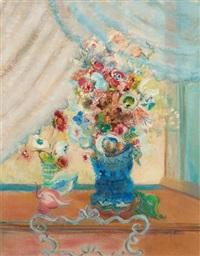 vase fleuri devant une fenêtre ouverte by mig quinet