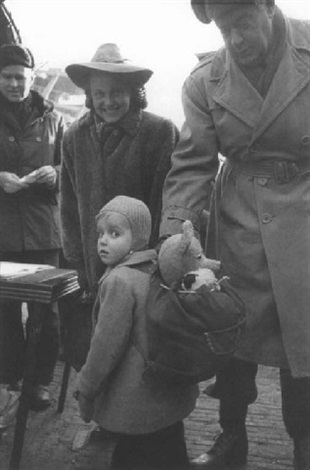 child going to america bremerhaven by tony vaccaro