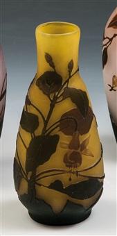 vase mit fuchsien by arsall (vereinigte lausitzer glaswerke)