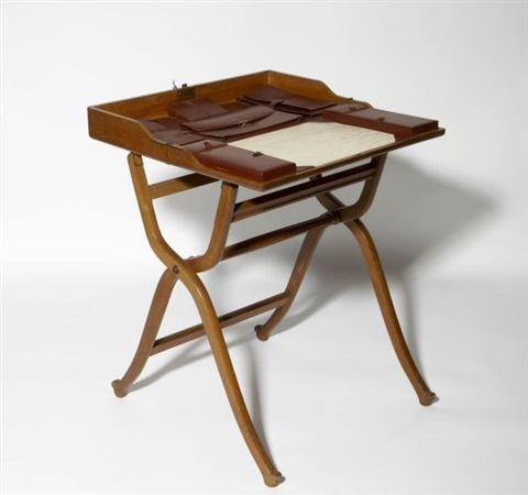 Petit bureau de voyage pliant by Herms on artnet