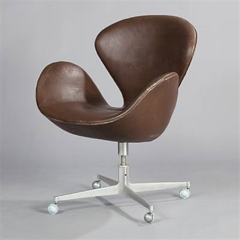 the swan easy chair model 3324 by arne jacobsen