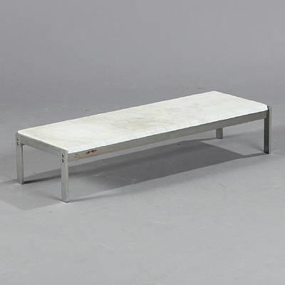 pk 62 table by poul kjaerholm