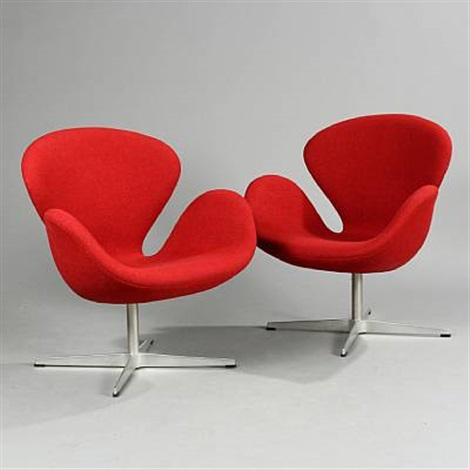 the swan lounge chairs model 3320 pair by arne jacobsen